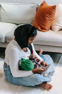 Muslim mother influencer